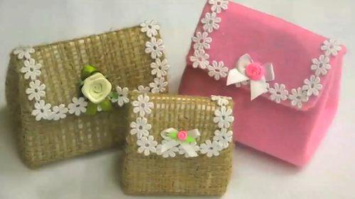 mini bolsinha feita com caixa de leite