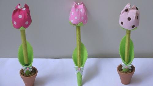 caneta decorada com flor de tulipa